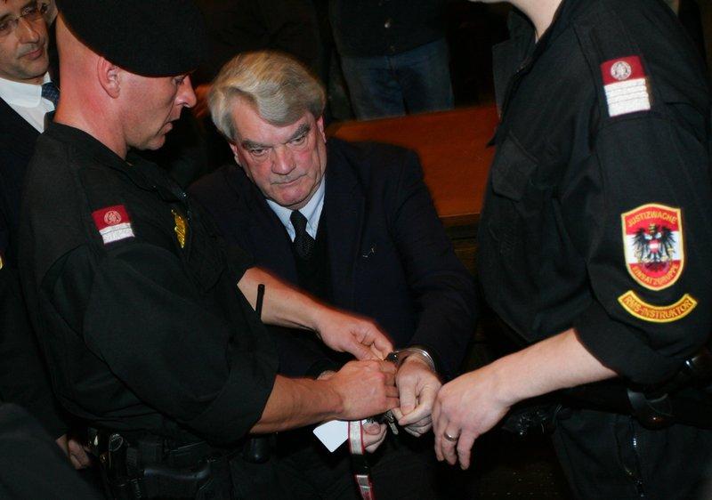Litvánia öt évre kitiltotta területéről a holokauszttagadó David Irving brit történészt