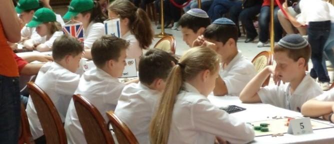 Izraelben megnyitnak az iskolák a járvány-zárlat után