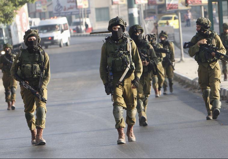 Sarlókkal támadtak a palesztin merénylők izraeli katonákra