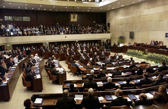 Súlyos koalíciós taktikázások Izraelben, Netanjahu perével a háttérben