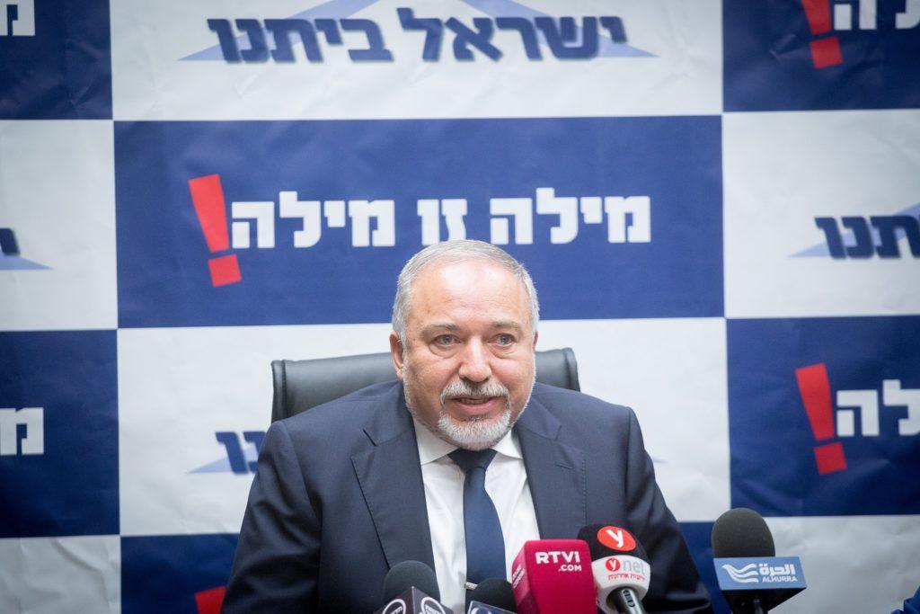 """Liberman: Netanjahu """"Hamász-kollaboráns"""", aki választási okokból folytatná a harcot"""