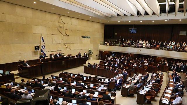 Halasztott izraeli parlamenti ülés, vírusos egy képviselő
