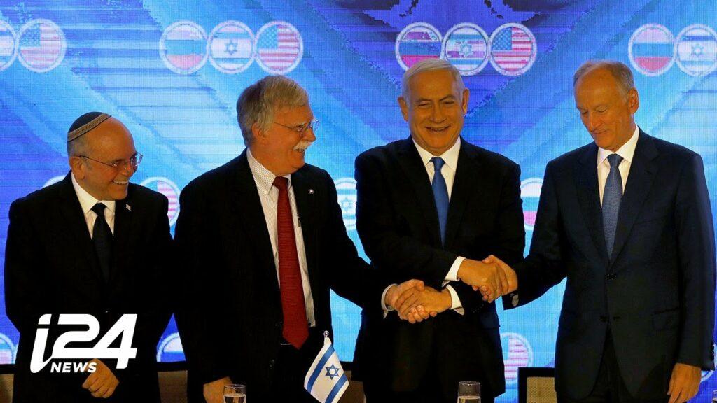 Szíriáról és Iránról tárgyal az amerikai, az izraeli és az orosz nemzetbiztonsági tanácsadó