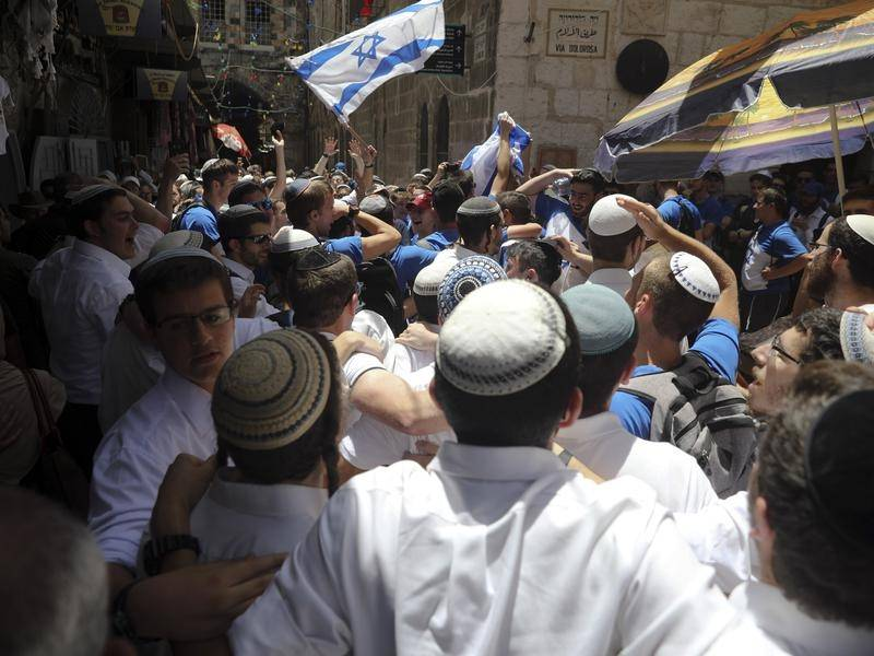 A zavargások ellenére a szokásos útvonalon tartják a Jeruzsálem-napi felvonulást