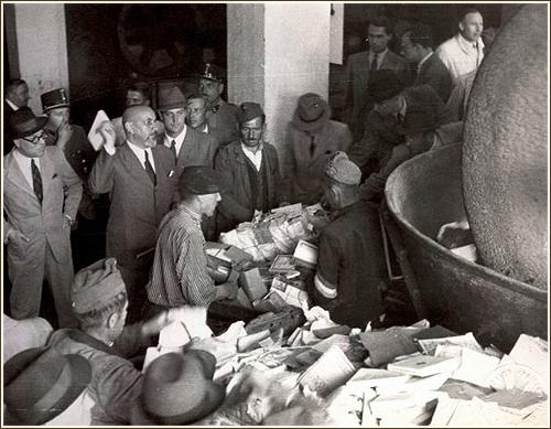 Az 1944-es könyvbezúzásra emlékeznek ma délután az Ünnepi Könyvhéten
