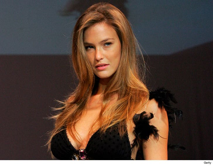 Bar Refaeli izraeli topmodell harmadik gyermekét várja