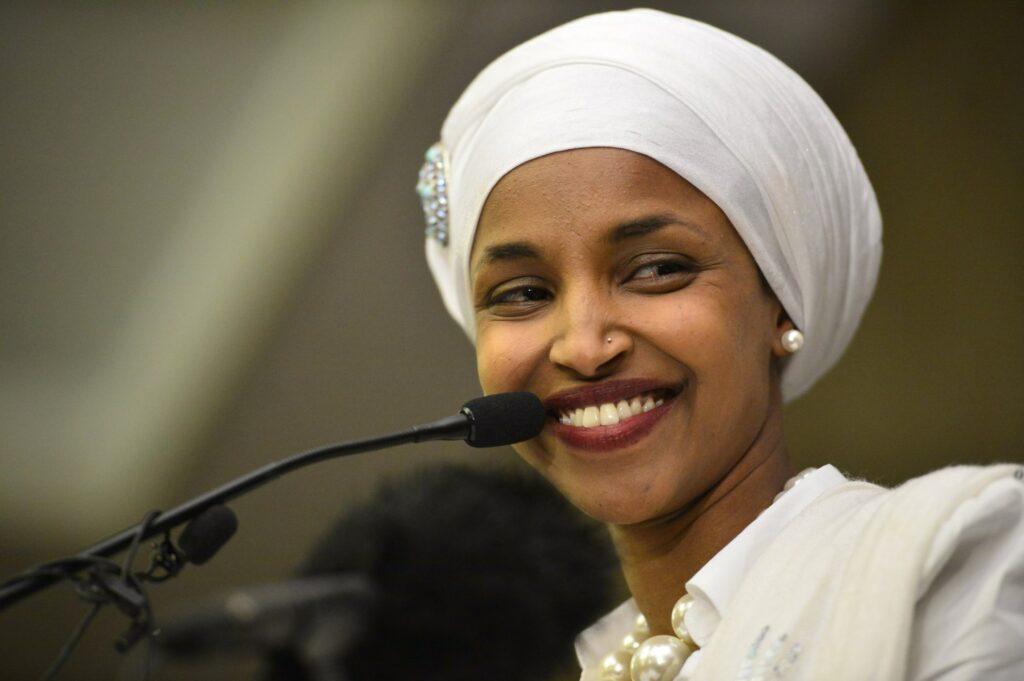 """Ilhan Omar, a korábbi """"év antiszemitája"""" ismét demokrata képviselő lehet az USÁ-ban"""