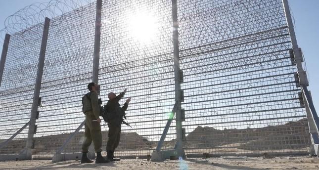 Az izraeli hadsereg lelőtt három gázai határsértőt