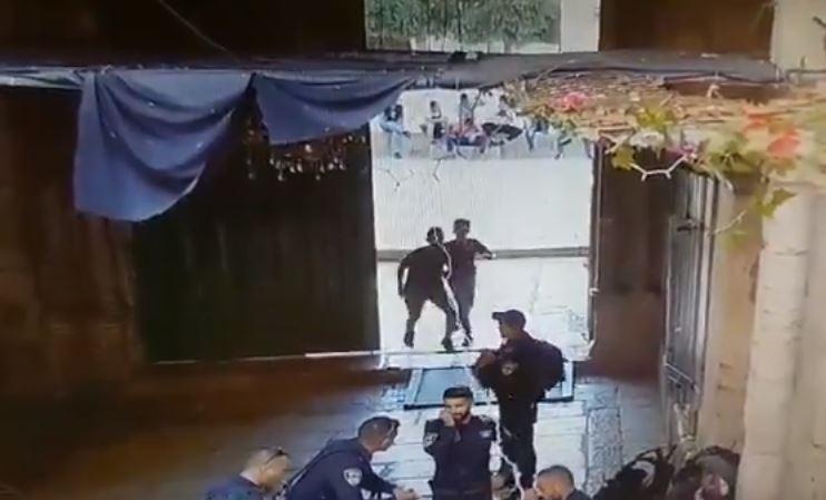 Jeruzsálem: kiengedték a kórházból a csütörtökön megkéselt rendőrt