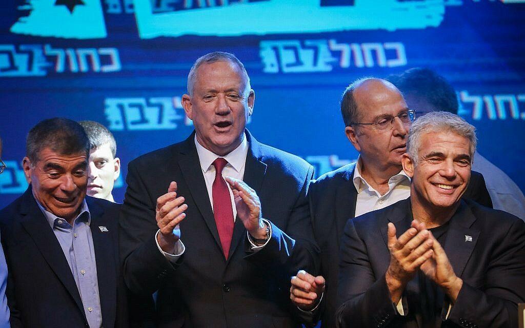 32:31 a mandátumarány a Kék-fehérek javára a Likuddal szemben 90%-os adatfeldolgozttságnál