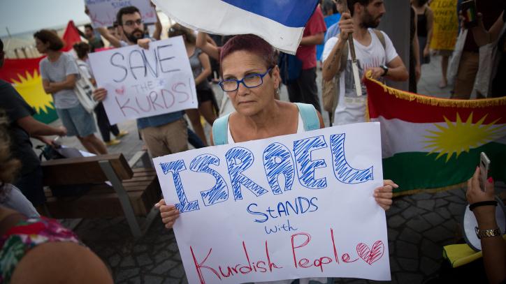 A kurdok mellett tüntettek Tel-Avivban