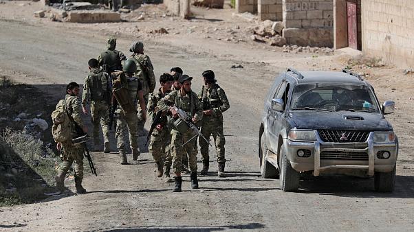 Török támadások következtében Szíriában az Iszlám Állam terroristáinak családtagjai szabadultak ki