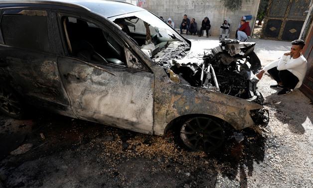 Izraeli szélsőségesek autókat gyújtottak fel és falfirkákat festettek palesztinok házaira