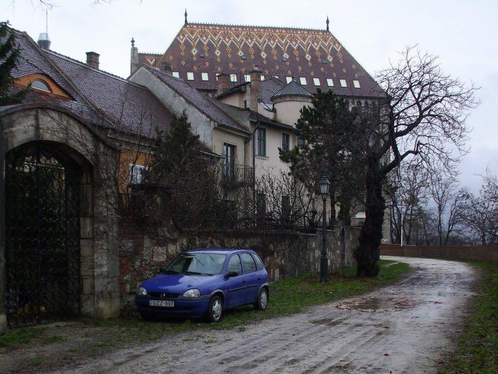 Karácsony Gergellyel gyújt hanukai gyertyát Heisler András a budai várban