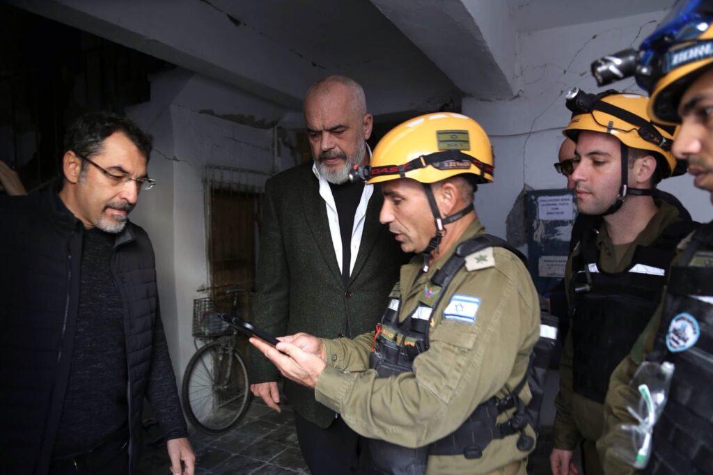 Hazatért Albániából az izraeli hadsereg delegációja