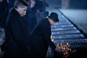 Orbán Viktor Auschwitzban: Mondjátok el fiaitoknak