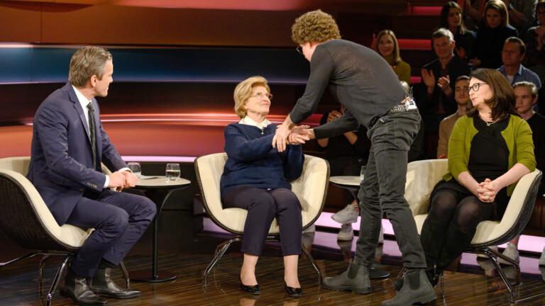 A német komikus váratlanul bocsánatot kért apja háborús bűneiért