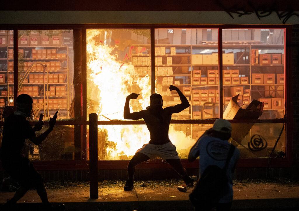Amerika: erőszakos rendőrellenes tüntetések országszerte