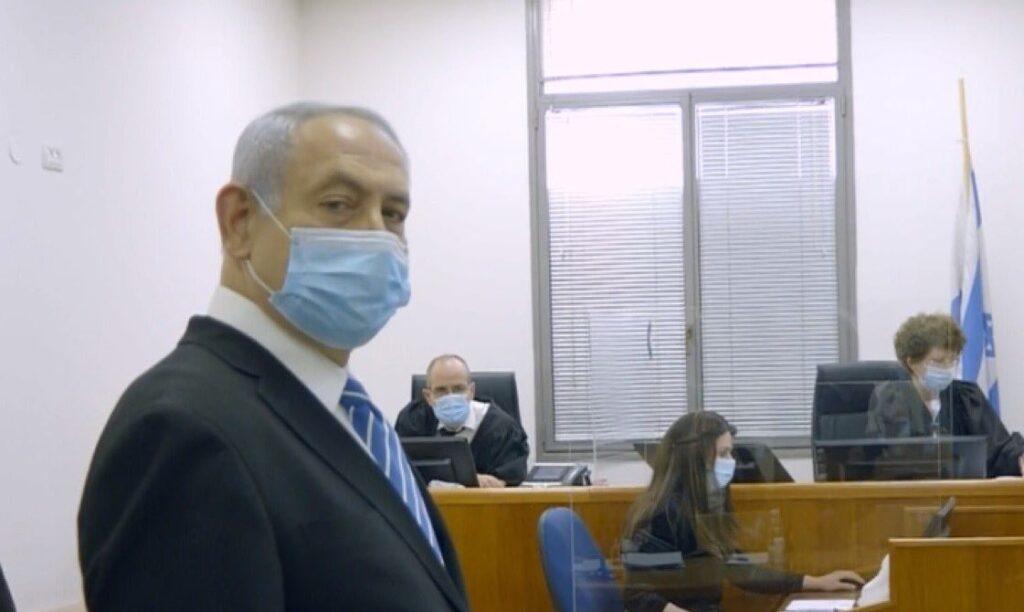 Miniszterelnök a vádlottak padján