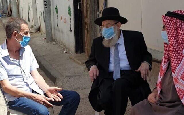 A jeruzsálemi főrabbi részvétlátogatása a tévedésből lelőtt autista arab fiú családjánál