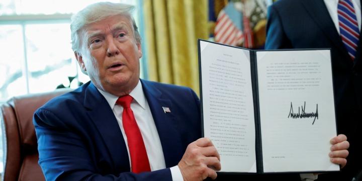 """Trump aláírta a """"Soha többé"""" törvényt"""
