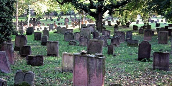 Megrongálták Európa legrégibb zsidó temetőjét