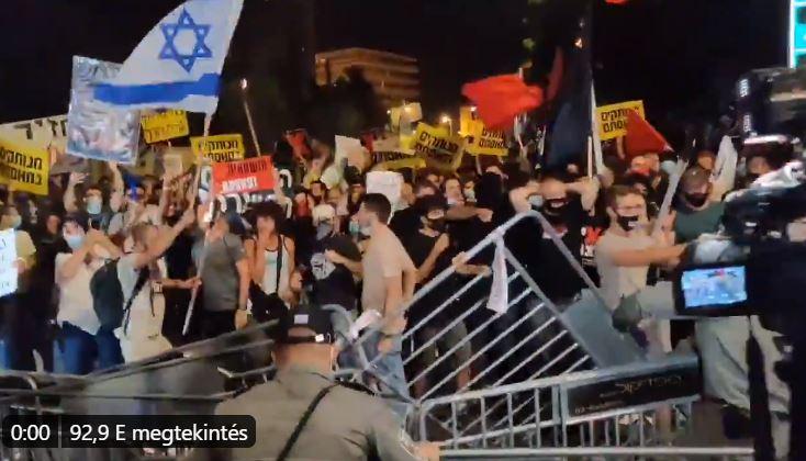 Netanjahu-ellenes tüntetés: Vidám hangulatban rátámadtak a rendőrökre