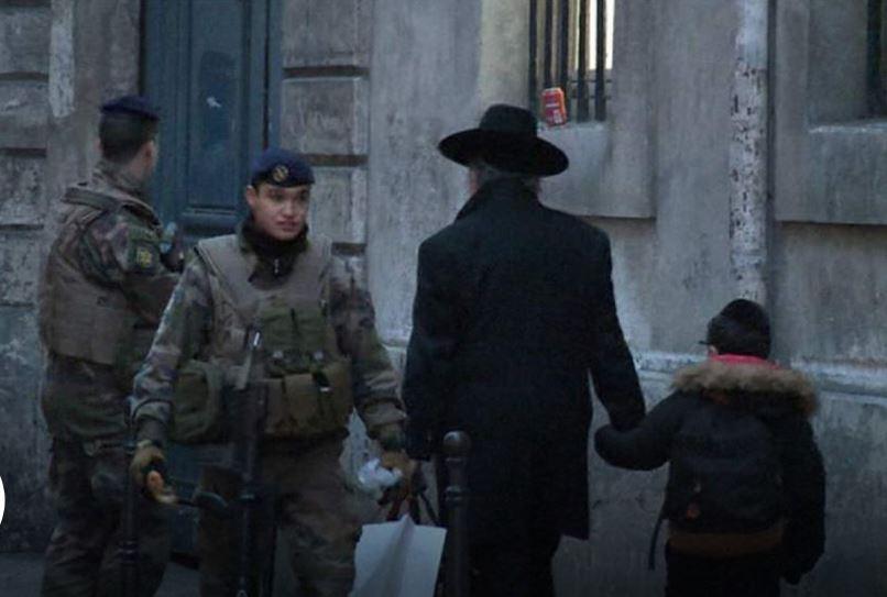 Új előítélet nyugaton: a rendőrök a zsidók bábjai