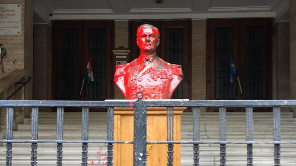 Önként jelentkezett a Horthy-szobor befestője a nyomozás megindítása után