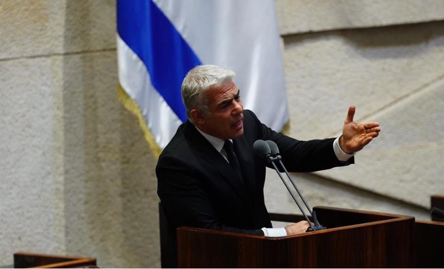 Kneszet plenáris ülés – össztűz Netanjahura