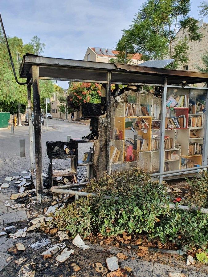 Jeruzsálemben megrongáltak egy szabadtéri könyvtárat