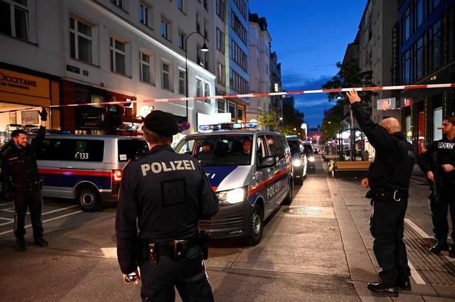 Bécsi merénylet: 3 halott, 15 sebesült