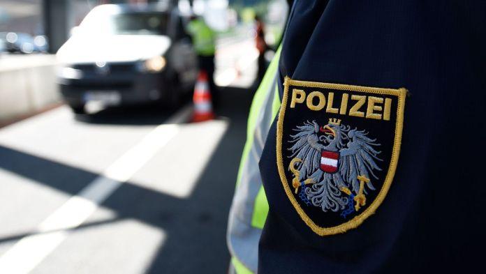 Késsel támadt rabbira, kipáját leverte egy nő Bécsben