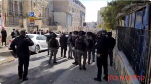 Mea Sharim: vad tiltakozás a jesivák bezárása miatt
