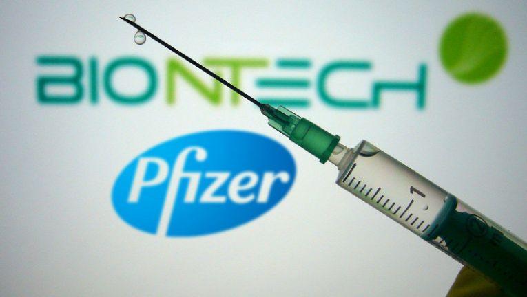 A Pfizer izraeli képviselője szerint oltóanyaguk hatékony az indiai vírusváltozattal szemben is