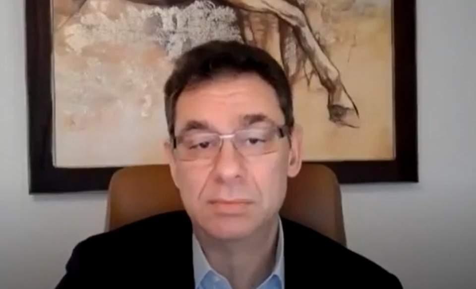 A Pfizer elnöke még nem kapta meg a második oltást, azért nem utazik Izraelbe