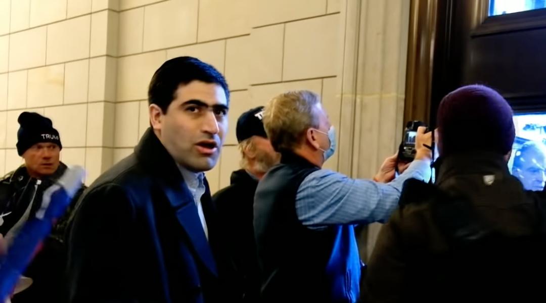 Zsidó lap szerkesztője a Capitolium ostromlói között