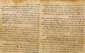 Hány írnok írta le Ézsaiás könyvét?