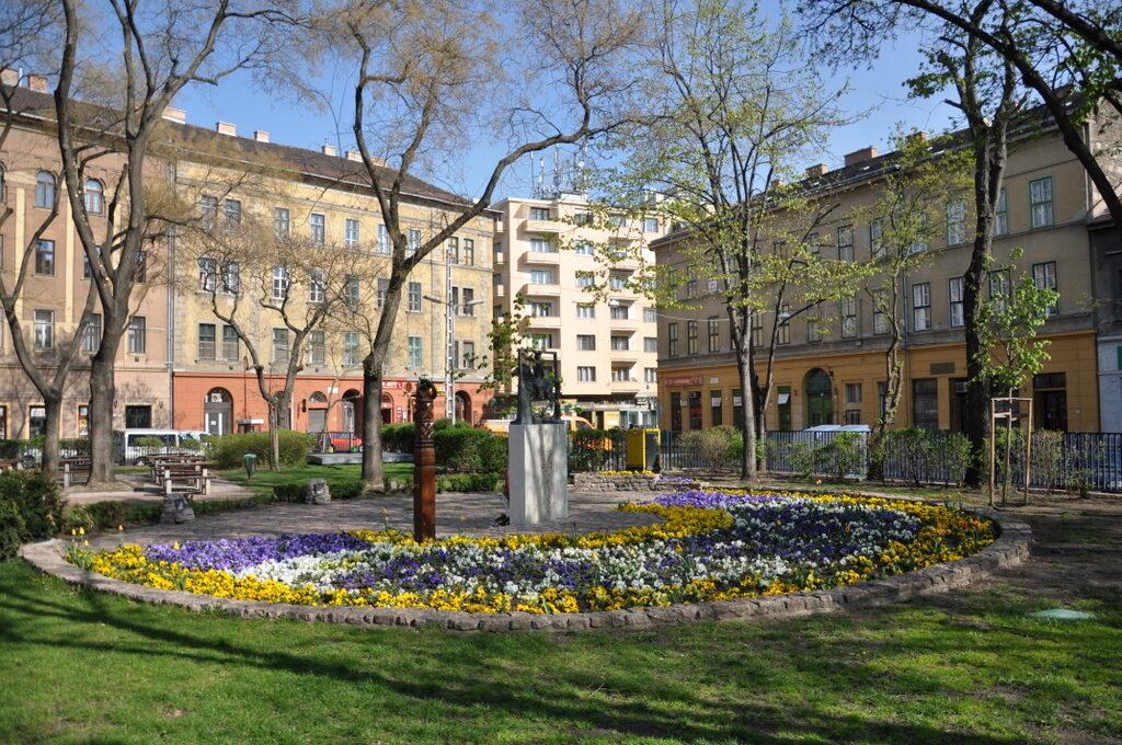Gettó emlékhelyre hirdet pályázatot Erzsébetváros a Klauzál téren