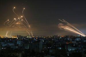 Az éjszaka kétszáz rakétát lőttek ki Gázából Izraelre