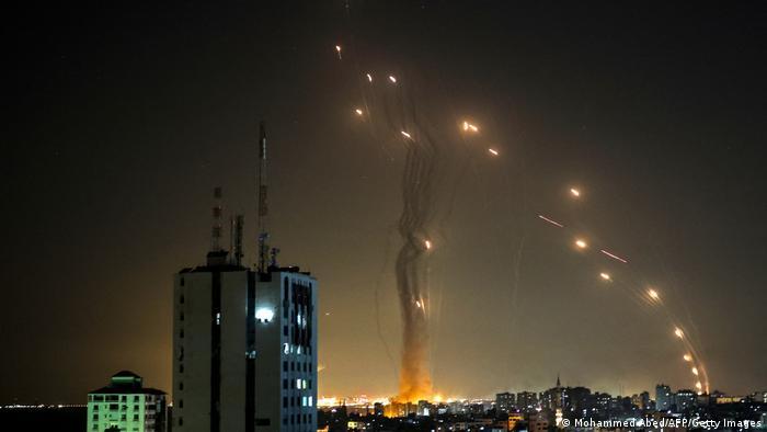 Két halottja van a hat óra csend után újraindított gázai rakétatámadásoknak