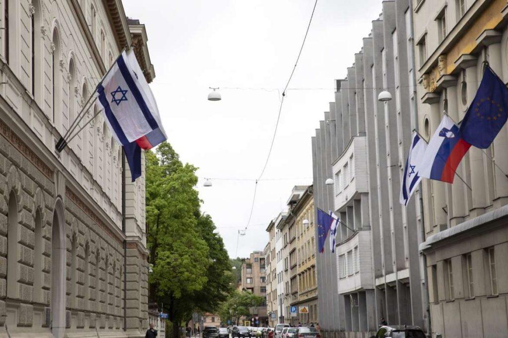 Szlovéniai muzulmánok tiltakoznak, amiért a miniszterelnök kitűzte az izraeli zászlót
