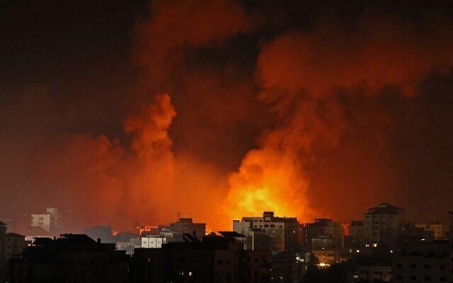 Izrael száz rakétát lőtt vasárnapra virradóra a Hamasz terrorista célpontjaira