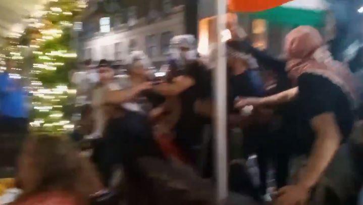 Palesztinpárti tüntetők zsidókra támadtak New Yorkban   Szombat Online