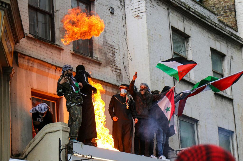 A brit miniszterelnök felháborodott az agresszív Izrael-ellenes tüntetésen