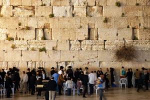 Izrael egyenlőnek fogja elismerni a judaizmus minden áramlatát