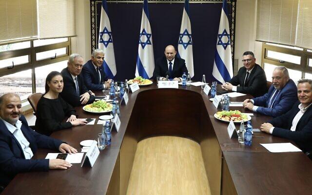 A Bennett-Lapid kormányt megszavazta a Kneszet – Netanjahu 12 év után ellenzékben