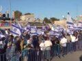 """""""Halál az arabokra"""" és """"Bennett hazug"""": Komolyabb incidens nélkül zajlott le a jeruzsálemi zászlós felvonulás"""