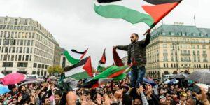 Az imperializmus elleni küzdelem élharcosai valahogy mindig Izraelnél lyukadnak ki