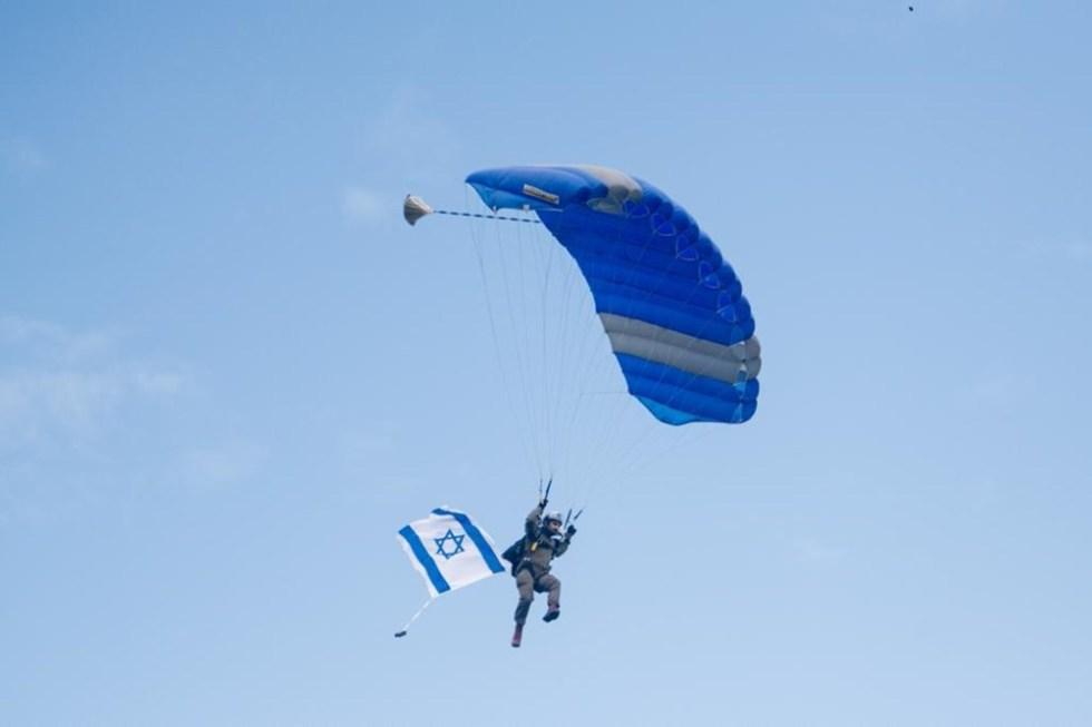 Égragyogás – ejtőernyős ugrás és zarándokút Szenes Hanna emlékére
